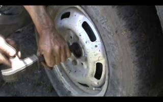 Не откручивается гайка колеса что делать?
